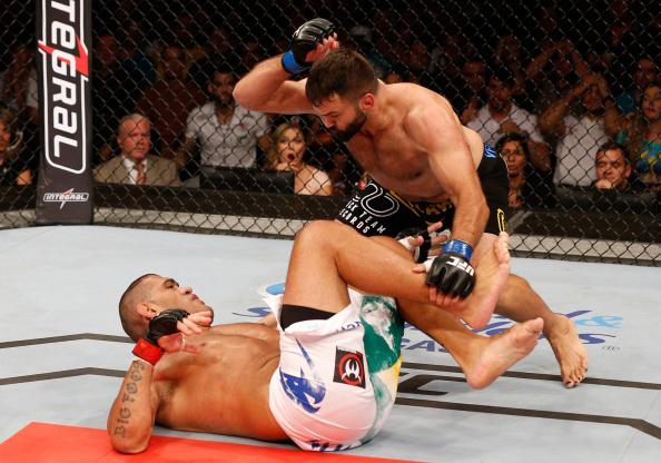 Vídeo: Cigano comenta nocaute de Arlovski em Pezão no UFC Brasília