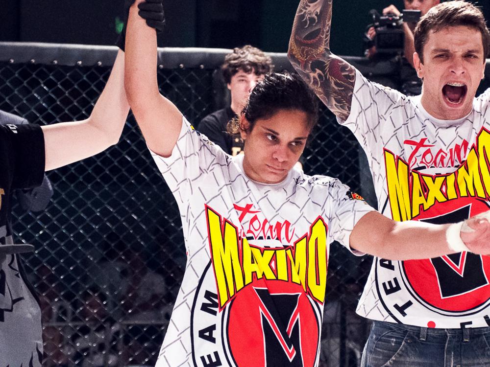 Livinha, faixa-preta do Invicta FC, com seu mestre Vinícius Máximo. Foto: Welington Borges / Circuito Talent de MMA