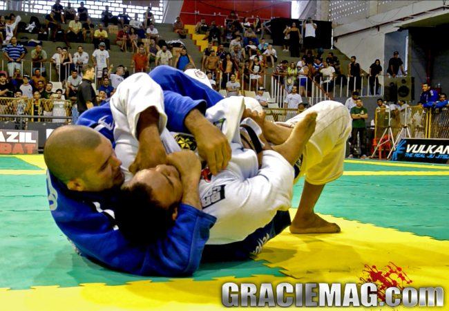 Vídeo: Rodolfo Vieira em dia de berimbolo e estrangulamento no Jiu-Jitsu