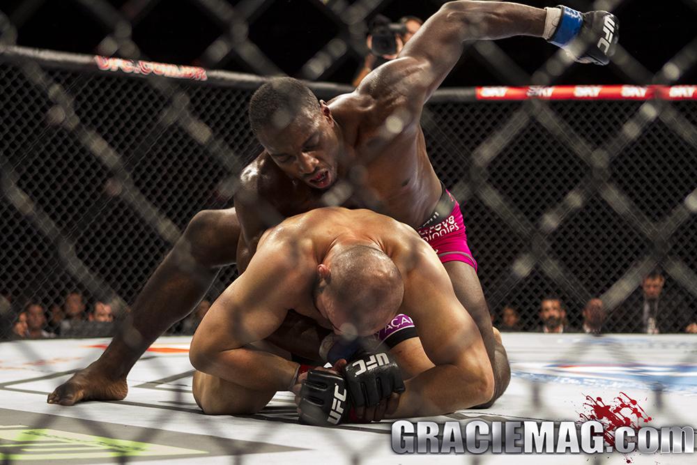Davis consegue controlar Glover e sair com a vitória. Foto: Gustavo Aragão/GRACIEMAG