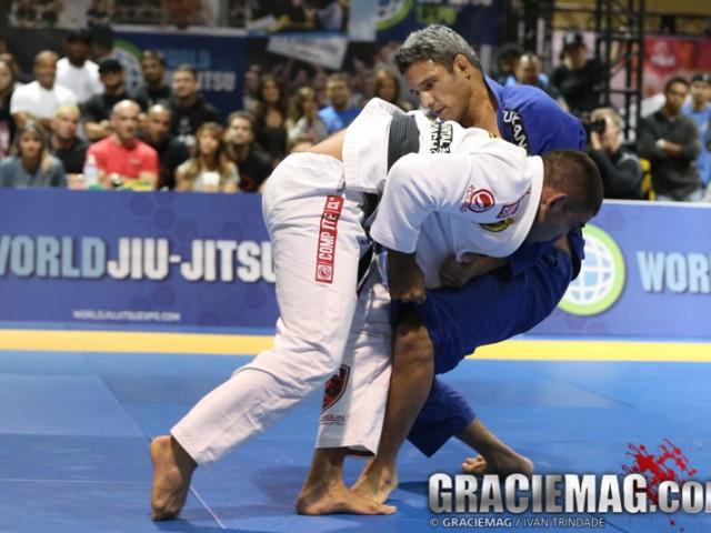 Vitor Shaolin derruba Nino. Foto: Ivan Trindade