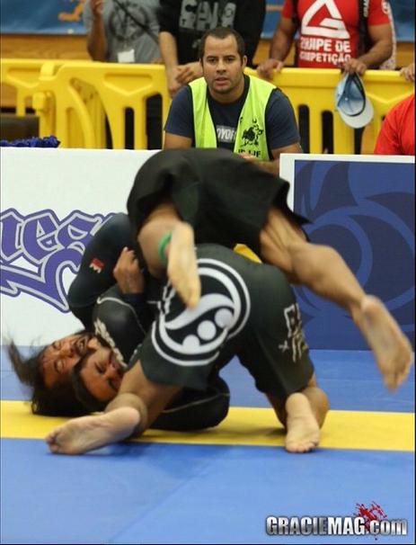 Marcelo Mafra contra Ben Henderson. Foto: GRACIEMAG