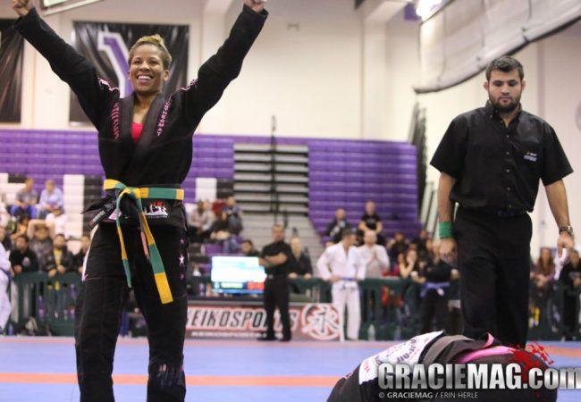 O ezequiel de Nyjah Easton sobre Luiza Monteiro no NY BJJ Pro de Jiu-Jitsu