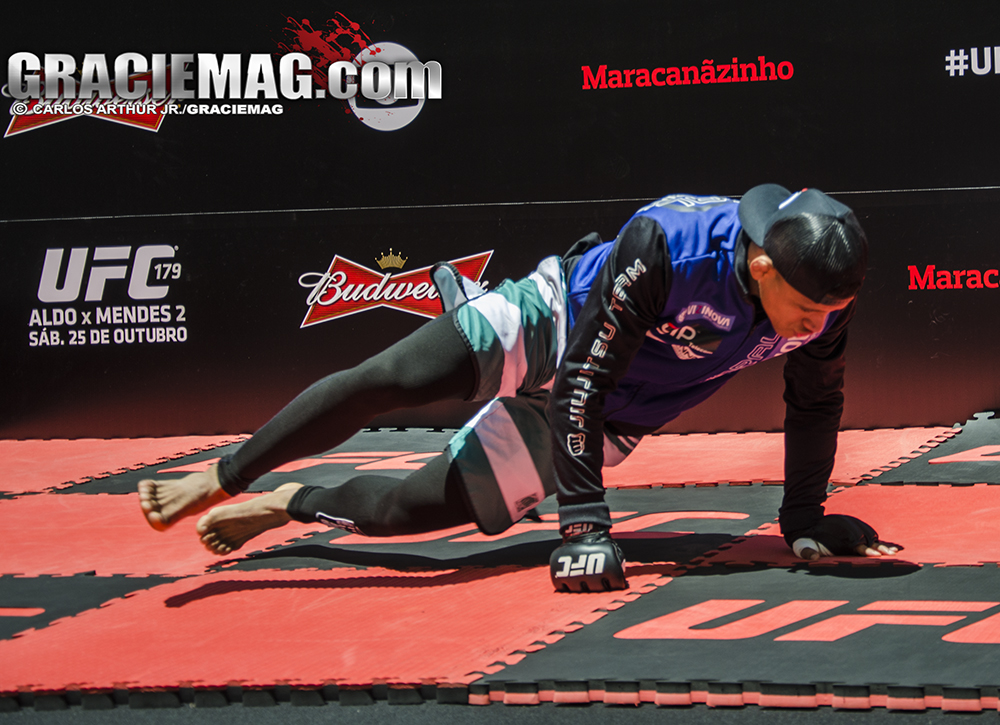 Durinho afia o sprawl do Jiu-Jitsu no treino aberto. Foto: Carlos Arthur Jr.