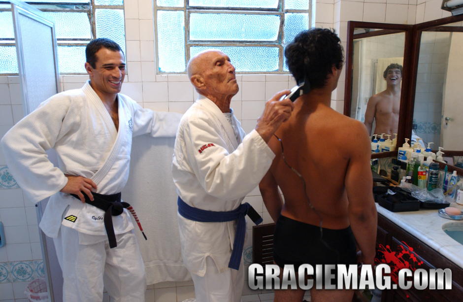 Helio shaving Kron Gracie's head