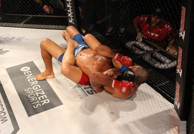 Vídeo: O mata-leão de André Tadeu na luta principal do WOCS 38