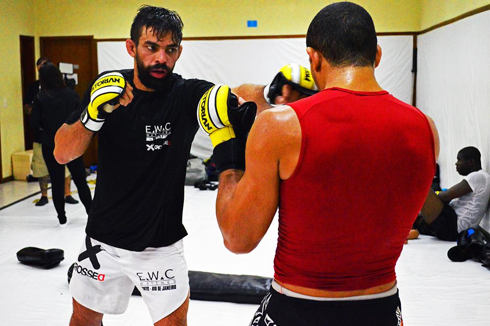 Yan Cabral em treino com o também atleta do UFC, Hacran Dias. Foto: Felipe Fiorito/Divulgação