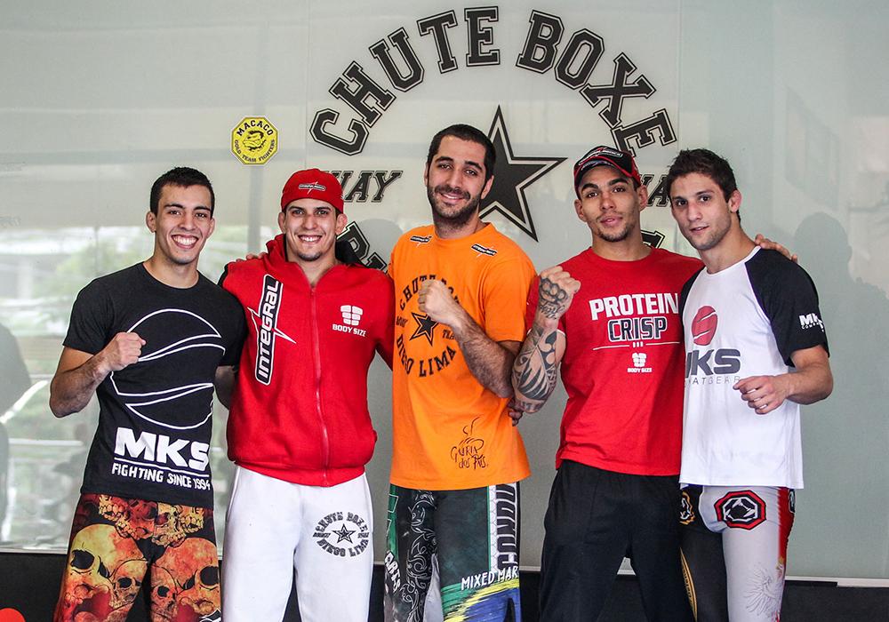 Thomas (esq.) junto de seus companheiros de Chute Boxe. Foto: Gaspar Nóbrega/Inovafoto