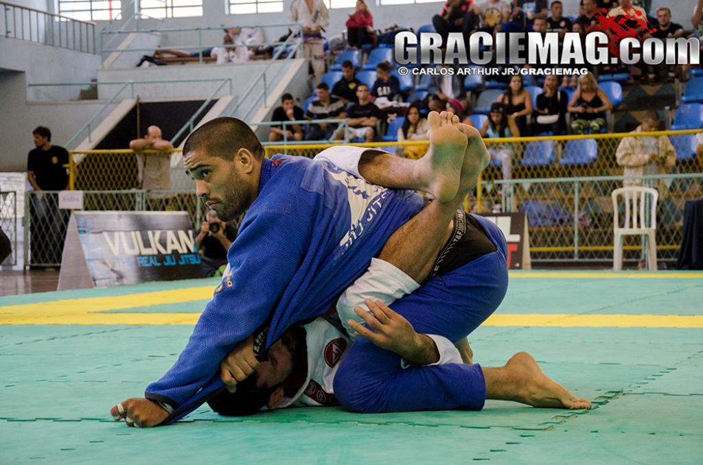 Dimi em ação no Jiu-Jitsu. Foto: GRACIEMAG