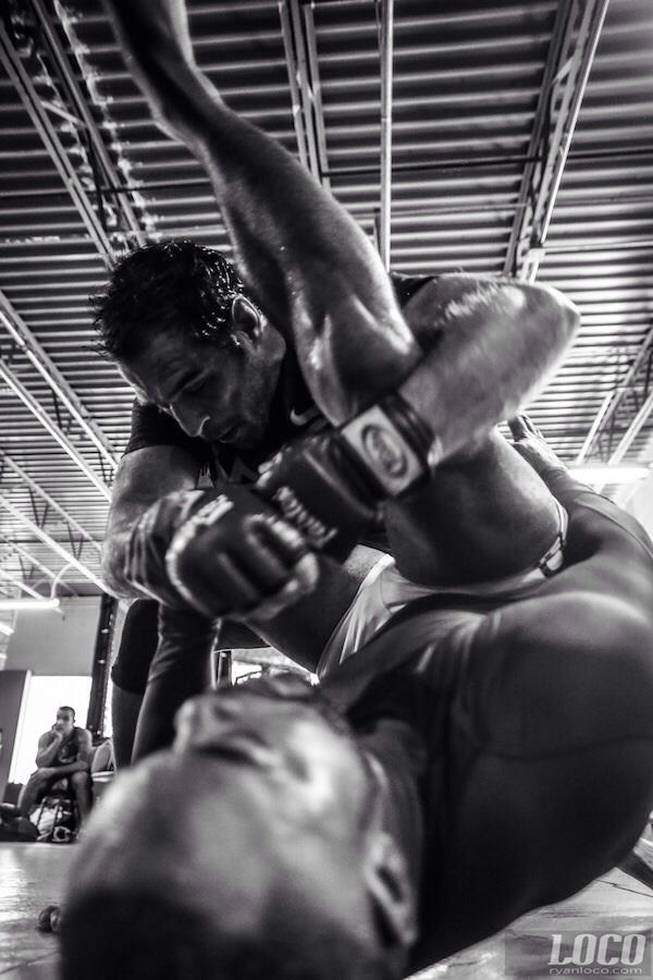 Leonardo Leite treina MMA em foto de Ryan Loco Divulgacao