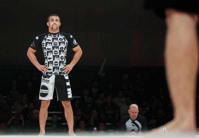 Learn the basic concepts from Garry Tonon and adjust the leg lock and the guillotine