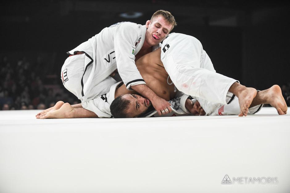 Keenan e Yuri Simões buscaram a vitória até o fim.