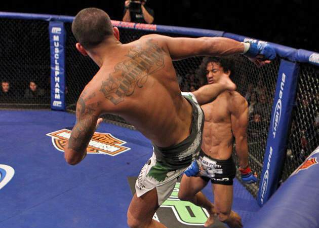 Vídeo: Campeão do UFC, Pettis relembra chute voador pelo cinturão do WEC