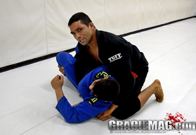 Abra 10 pontos no placar do Jiu-Jitsu: raspe, monte e pegue as costas