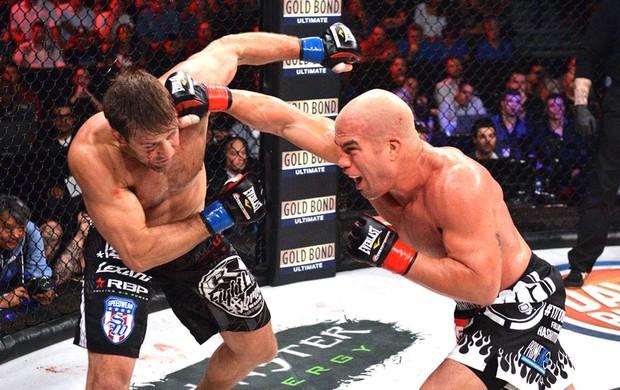 Vídeo: A guerra dos ex-UFCs Tito Ortiz e Stephan Bonnar no Bellator 131