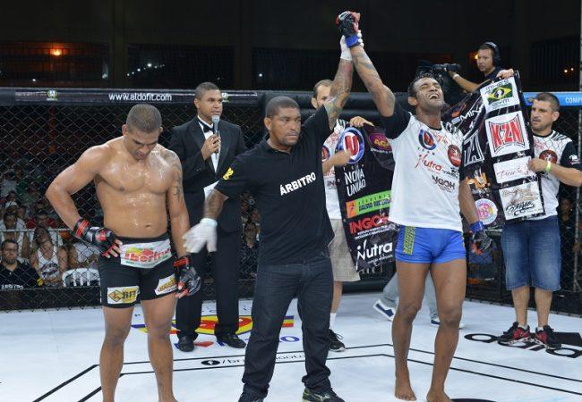 Ex-TUF Ismael Marmota nocauteia irmão de atleta do UFC no Shooto 52