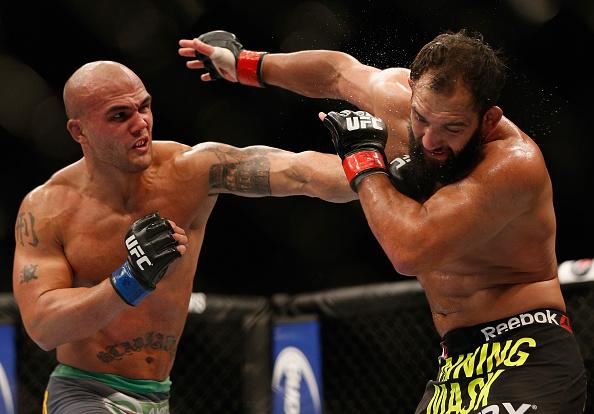 Lawler supera Hendricks e fica com o cinturão dos meio-médios. Foto: JOsh Hedges/Zuffa LLC via Getty Images