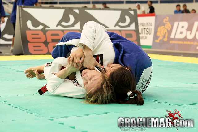 O triunfo de Mazzelli na final do absoluto feminino do Sul-Americano de Jiu-Jitsu