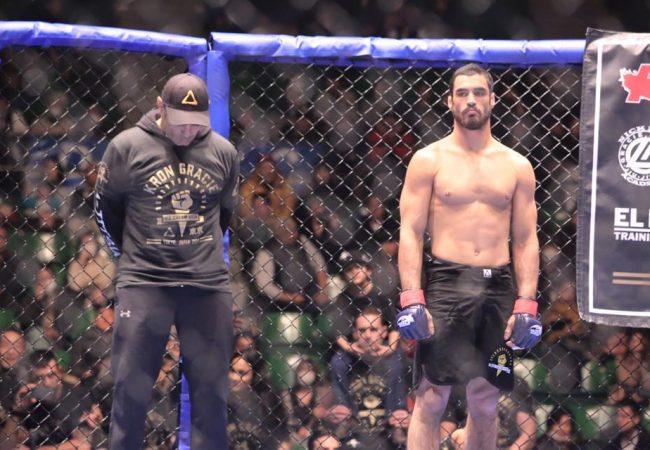 O armlock do campeão de Jiu-Jitsu Kron Gracie em sua estreia no MMA japonês