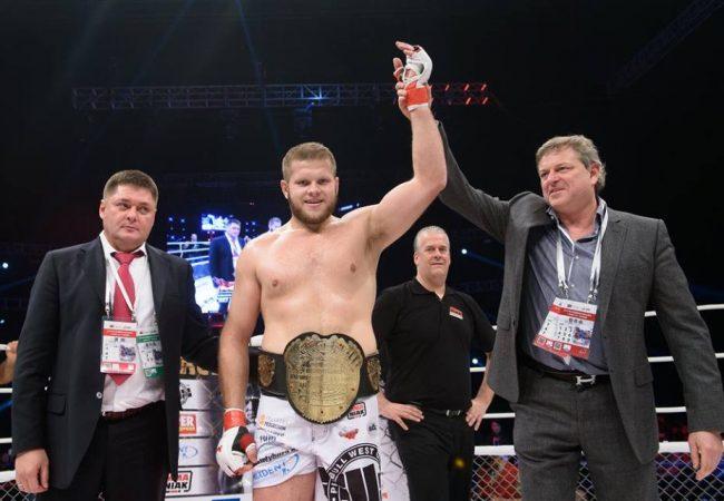 O Jiu-Jitsu que funciona no MMA: o mata-leão implacável do polonês Marcin