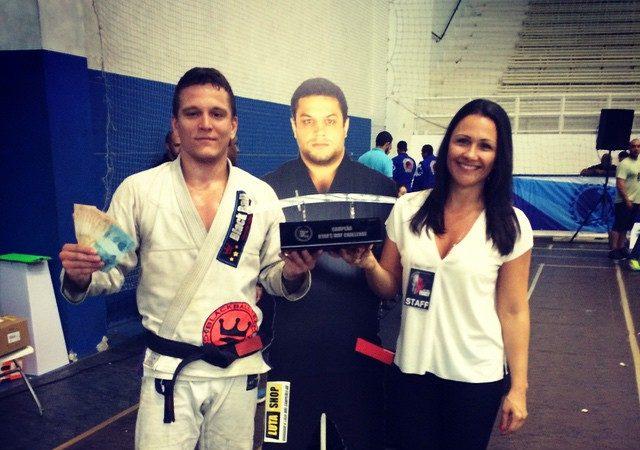 Raspagem e armlock: o macete do campeão do Ryan Gracie Challenge de Jiu-Jitsu
