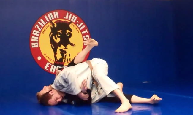 Video: Knee slice, slide or cut? Views on the popular guard pass