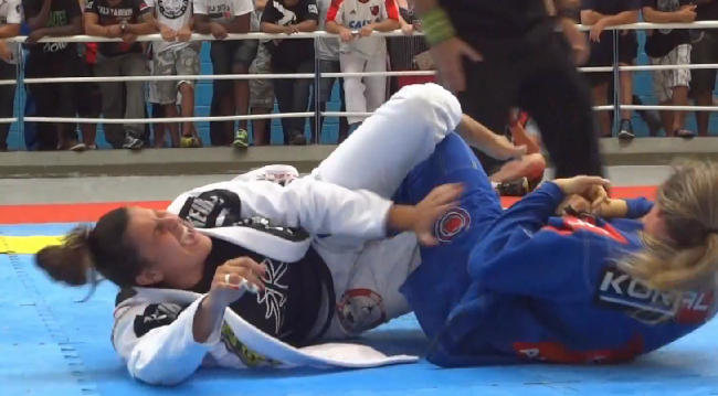 Video: Watch Andresa Correa's sneaky knee bar submission over Fernanda Mazzelli