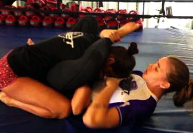 Vídeo: veja o que uma menininha pode fazer com a guarda-borracha no Jiu-Jitsu