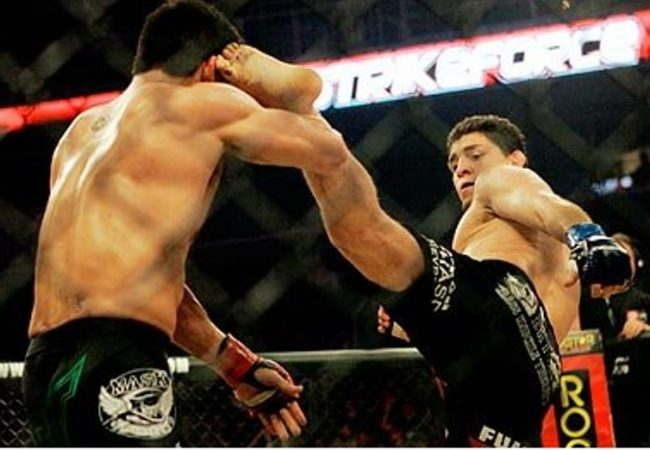 Vídeo: Os chutes nada comuns de Nick Diaz para enfrentar Anderson Silva no UFC