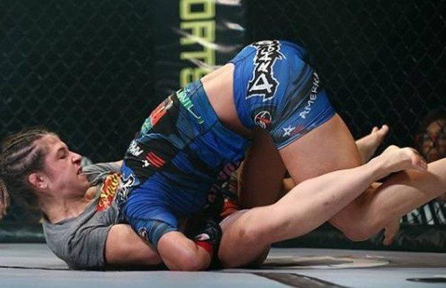 Jiu-Jitsu: A guilhotina de Hérica Tibúrcio pelo cinturão peso-átomo do Invicta FC
