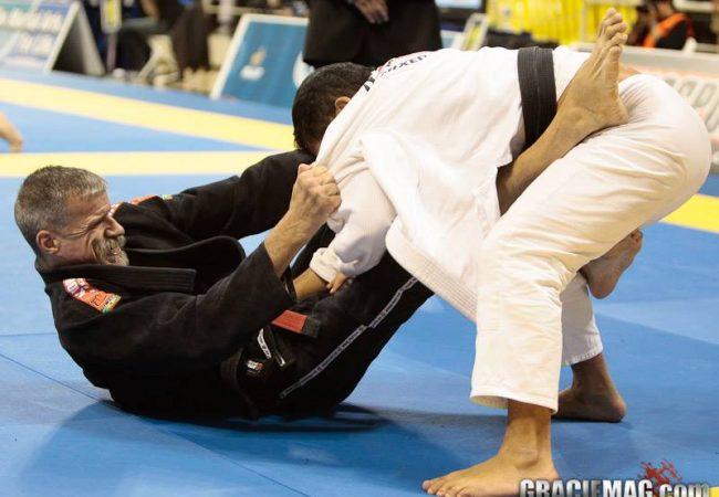 Vídeo: A idade muitas vezes não importa no Jiu-Jitsu