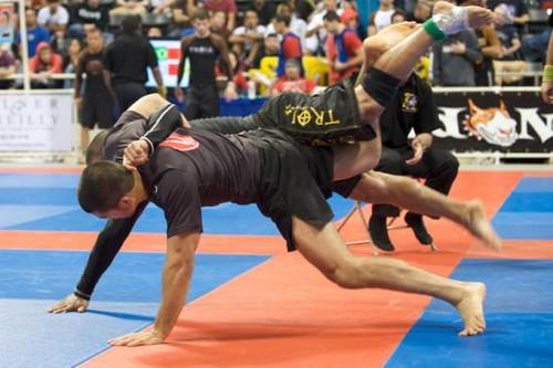 """Você seria capaz de arriscar um """"mata-leão voador"""" no Jiu-Jitsu?"""