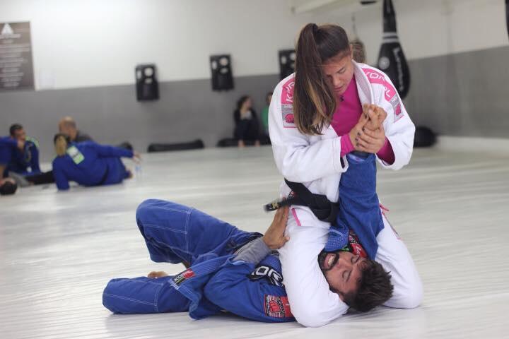 Monique Elias training with husband Mario Reis. Photo: Monique's Facebook page.