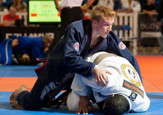 Use a meia-guarda aranha para raspar e finalizar no Jiu-Jitsu, com Tanner Rice