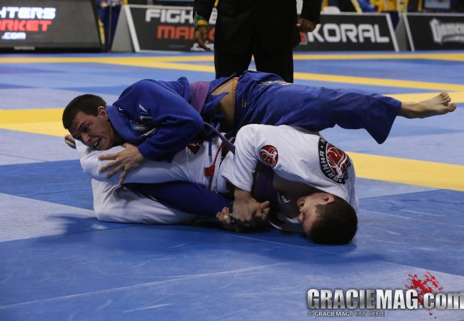 Jiu-Jitsu: use a guarda aberta sem medo e finalize no armlock