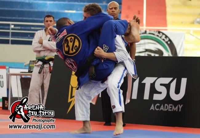 Vídeo: a estreia de ouro de Erberth Santos como faixa-preta de Jiu-Jitsu