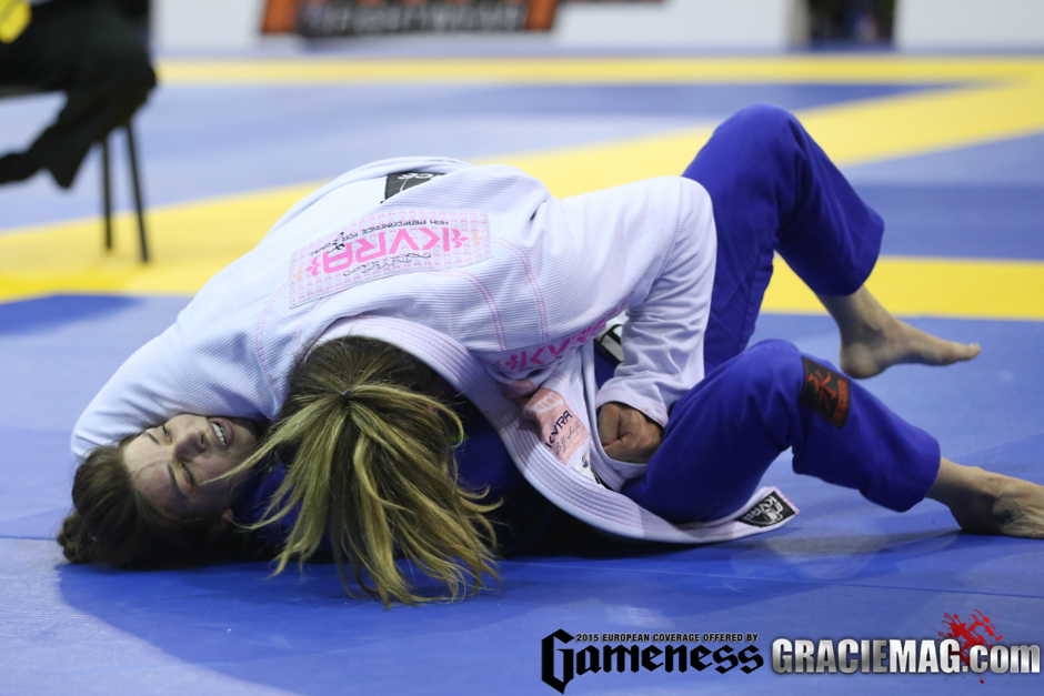 Gabi Garcia x Mackenzie Dern na final do Europeu 2015 foto por Ivan