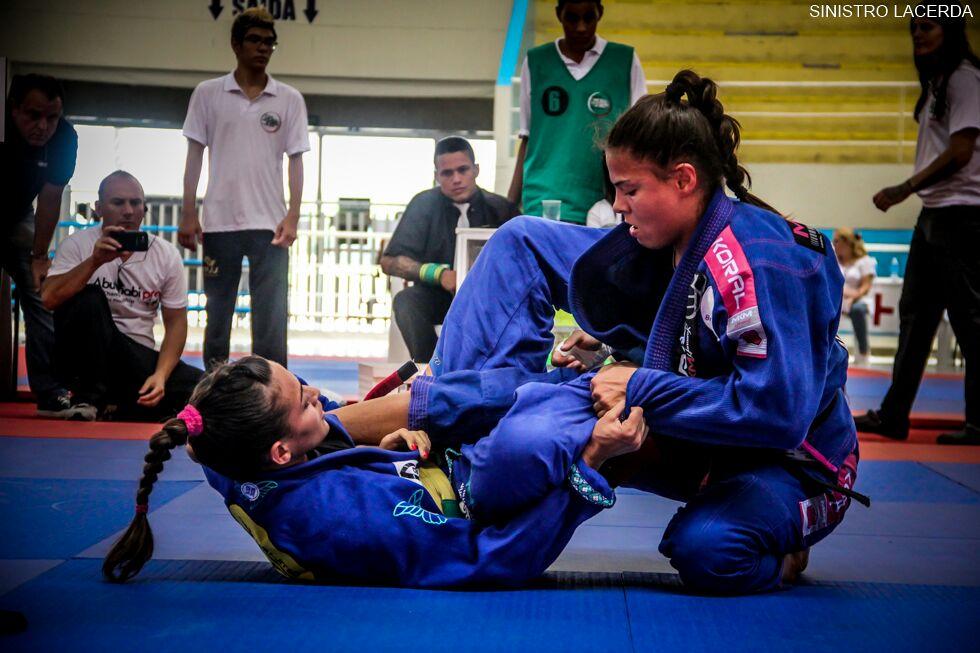 Monique Elias em duelo contra Bia Mesquita. Foto: Jair Lacerda/Sinistro Photo Film