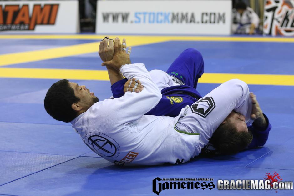 André Galvão ataca o braço do adversário. Foto: Ivan Trindade/GRACIEMAG
