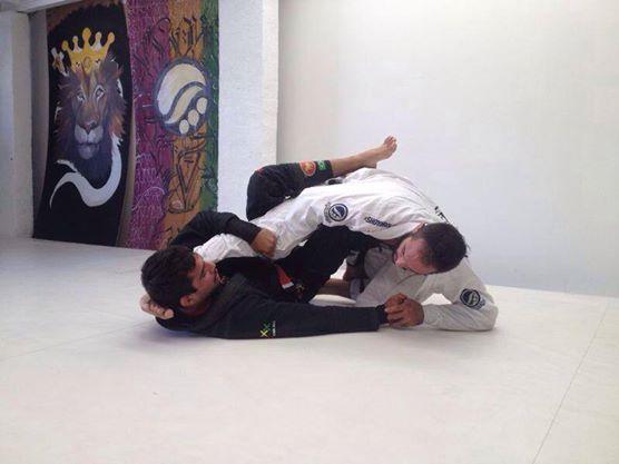 Cansado de voar? Aprenda a evitar a raspagem de gancho no Jiu-Jitsu