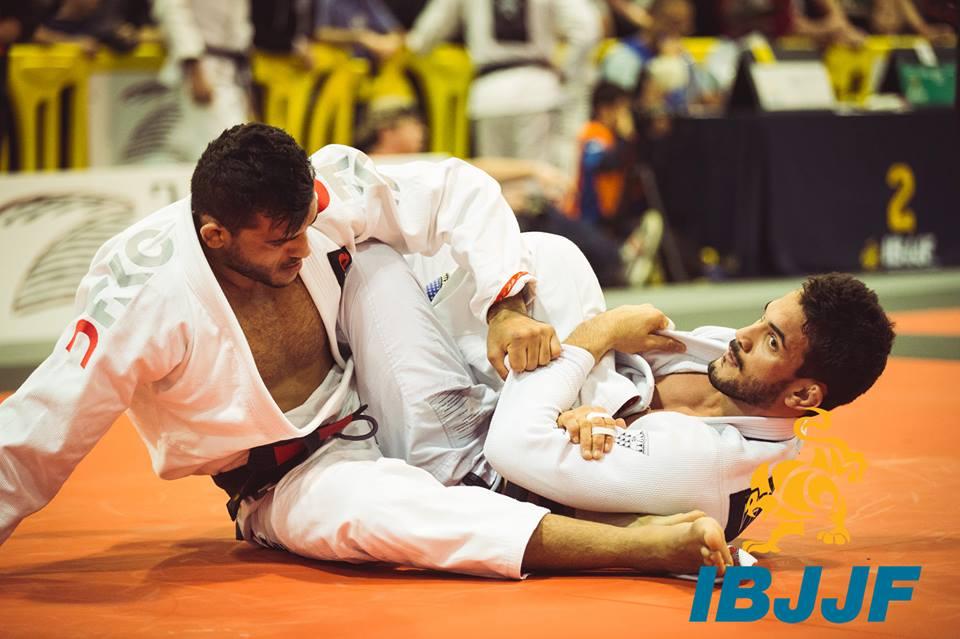 Inacio Neto fez grande campanha e ficou com o absoluto faixa-preta. Foto: IBJJF