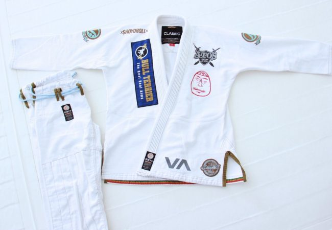 Bid on Rafael Mendes' competition gi to support friend with breast cancer