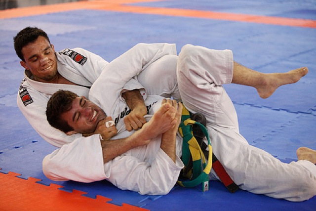 Bruno Frazatto attacking from back control in sport Jiu-Jitsu / Photo de Ivan Trindade
