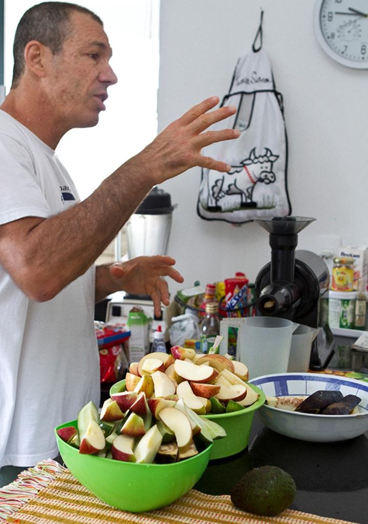 Carlos Gracie junior fala sobre a dieta gracie em sua cozinha