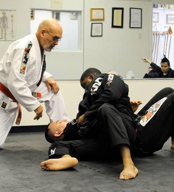 Flavio Behring ensinando Jiu Jitsu Foto Divulgacao