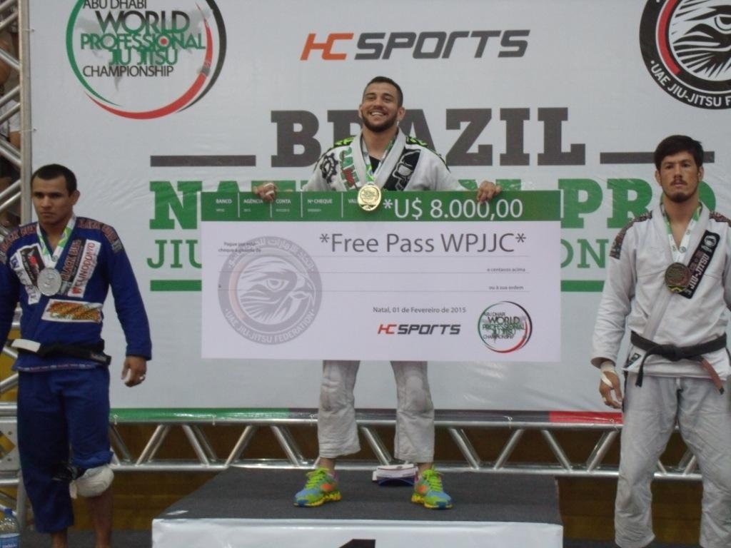 Renato e o chequão do Brasil National-Pro Natal. Foto: Junior Samurai