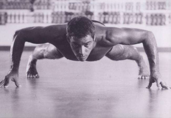 Alvaro Romano's Ginástica Natural: Advanced kick training