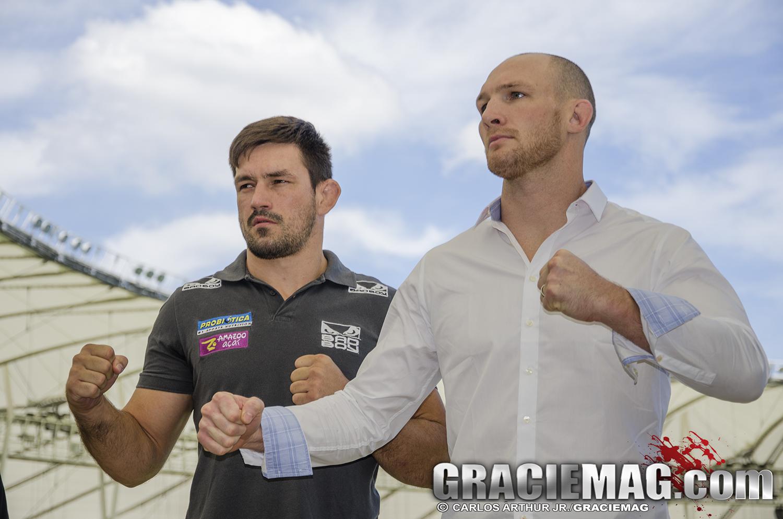 LaFlare posa ao lado de Demian Maia na primeira encarada para o UFC Rio. Foto: Carlos Arthur Jr./GRACIEMAG