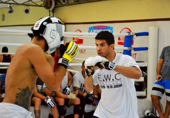 Léo Santos aposta no Jiu-Jitsu para finalizar oponente bom de chão no UFC Rio