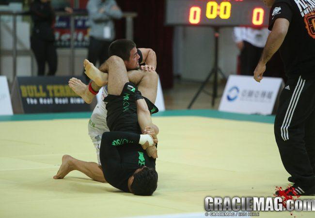 Qual é a sua defesa de armlock favorita no Jiu-Jitsu?